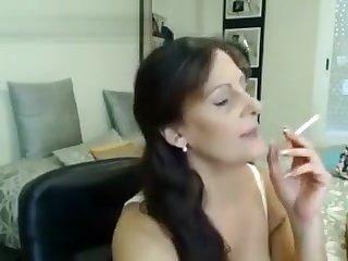 Milf Loves To Rag On Webcam