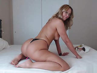 PAWG Overprotect Uses BBC for Anal and Riding