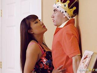 Tiffany Ripple catches Jordi El Nino Polla playing a sex king