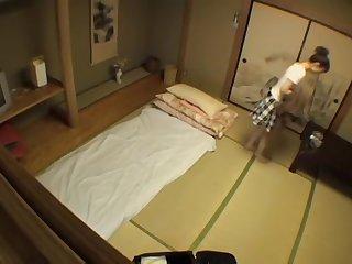 Bimbo japonaise irrésistible baisée en vidéo de massage voyeur