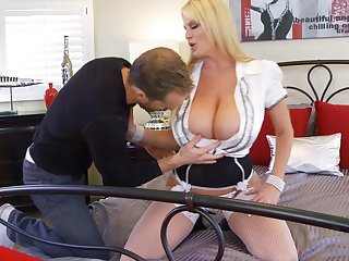 Kelly Madison's hot body is all a guy wants to fuck