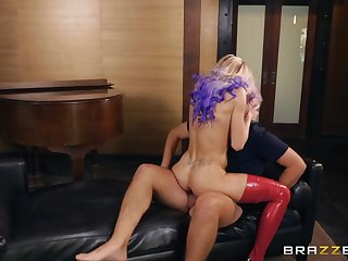 Peppery latex on a lusty pornstar taking a big horseshit pounding