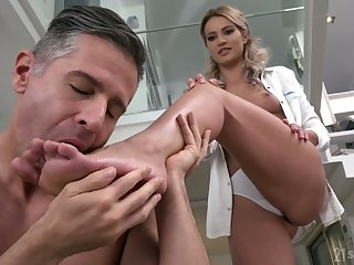 Svelte cutie Cherry Kiss gets her pussy drilled at hand spoon false display and gives footjob