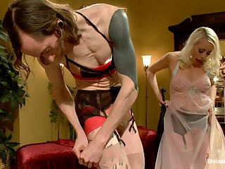 Divine Bitches - Lorelei Lee and Owen Gray strapon sex
