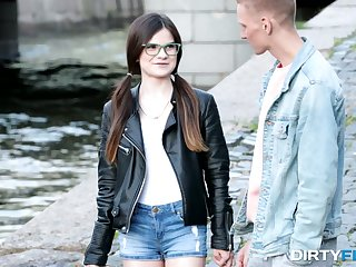 Nerdy brunet teen in glasses Molly Brown hooks up with barely known guy