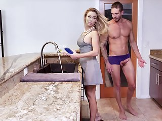 facial and cum encircling frowardness are belongings that Isabelle Deltore adores to do