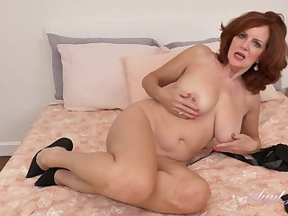 Glamour GILF Andi James Hot Solo Stint