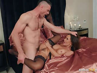 Lisa Ann teases him with her body and makes him work for rosiness