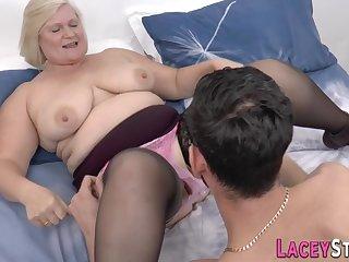 Fatty grandma gets her hoochie-coochie railed