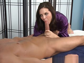Masseuse sucks dong close by 69 increased by gets licked