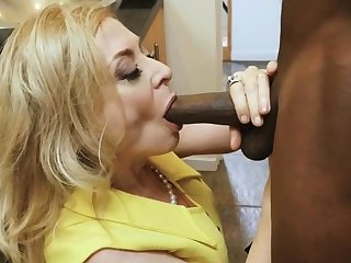 BBC stud dives deep in slutty mature housewife