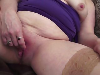Pure amateur mom with pock-marked clit