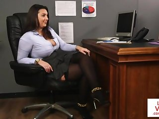Office honey teaches slave going to bed partner to masturbate